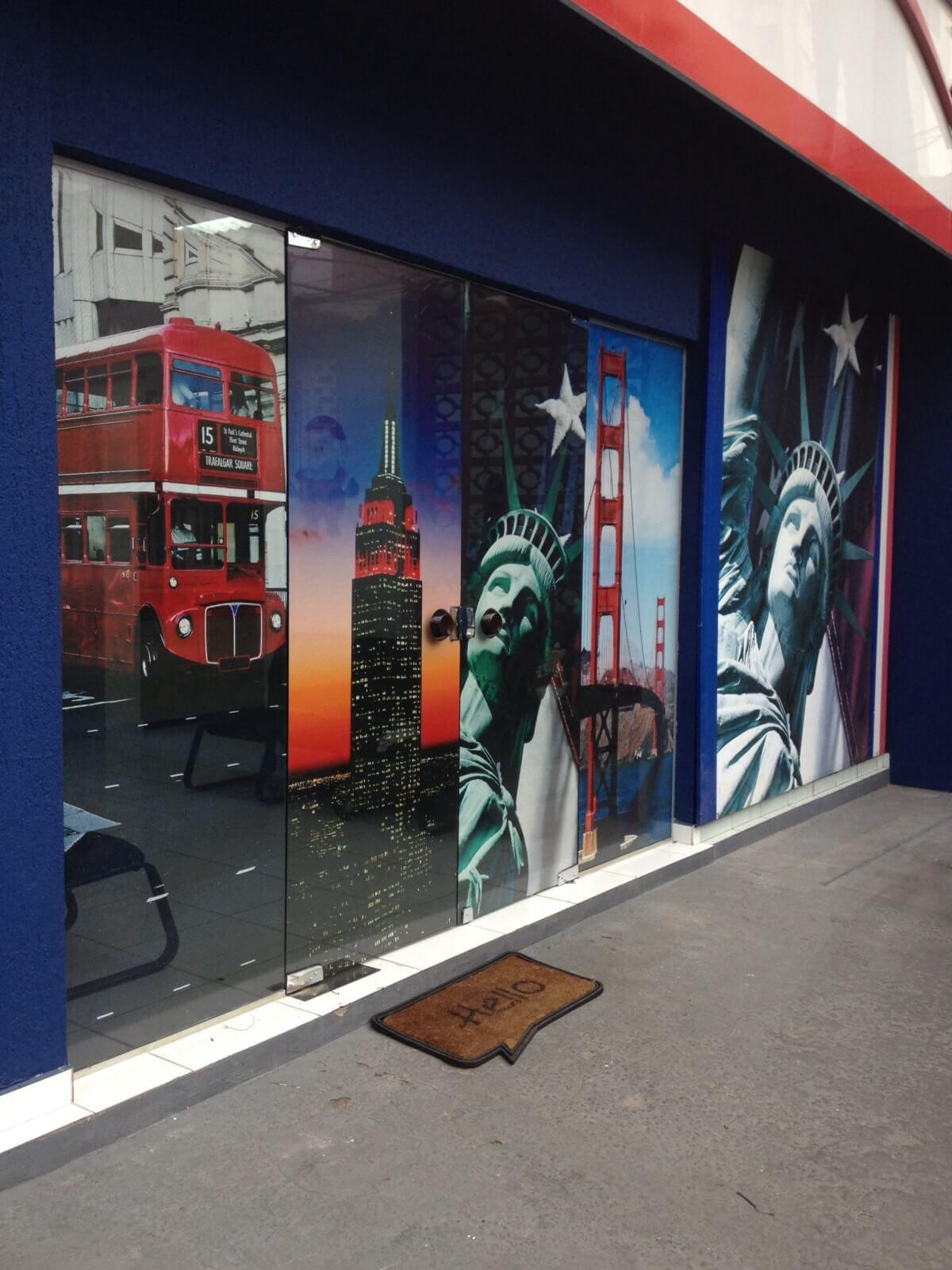 Imagem do serviço de adesivo perfurado da fachada