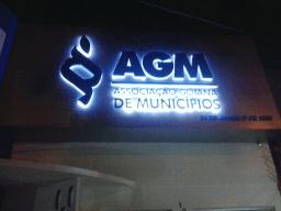 Imagem de serviço de fachada com luminoso agm